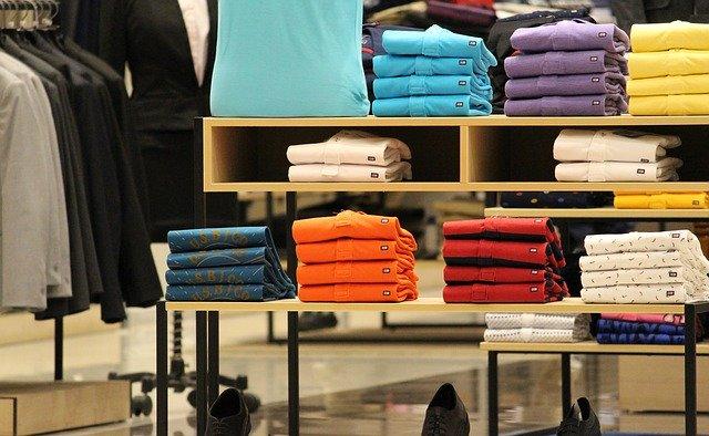 Cara mengembalikan warna pakaian